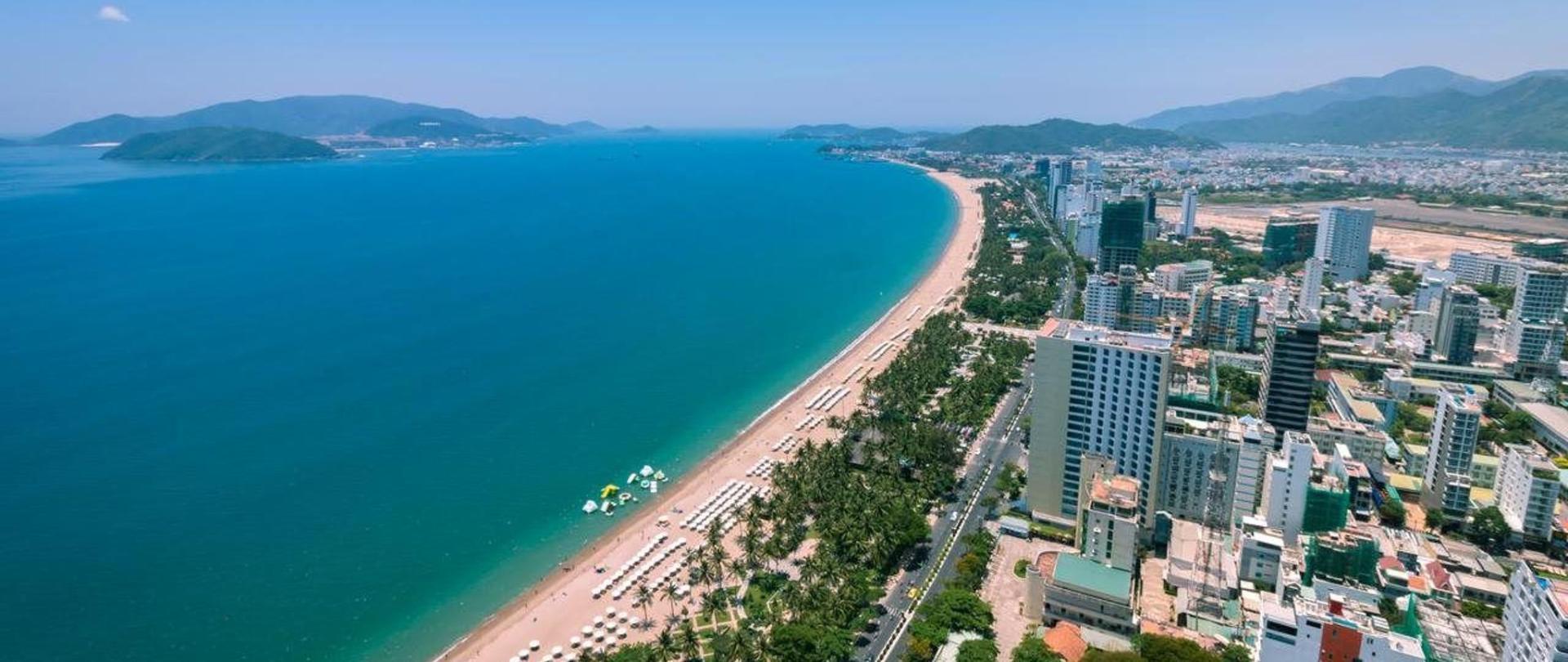 Nha trang - Thành phố biển với bãi cát trắng trải dài