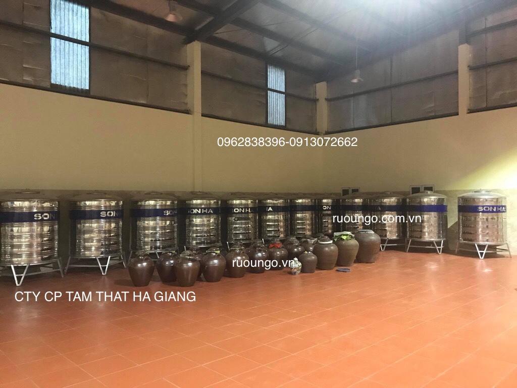 Nhà xưởng sản xuất rượu ngô được đầu tư hiện đại, sạch sẽ