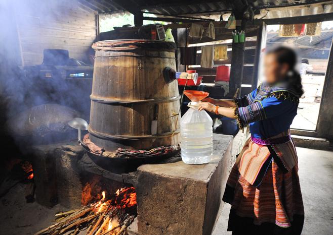 Nấu rượu ngô ở vùng cao là nét văn hóa độc đáo
