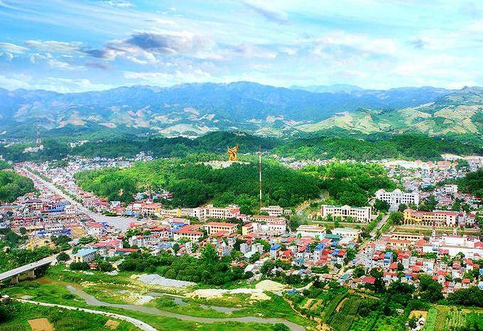 Lai Châu là thành phố trẻ, có khí hậu mát mẻ quanh năm