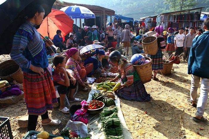 Chợ phiên cuối tuần là nét đẹp văn hóa của người vùng cao