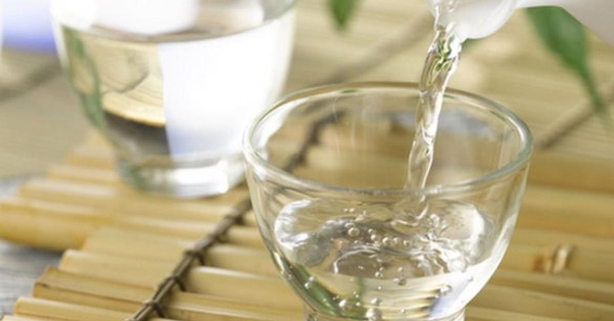 Cách làm giảm nồng độ rượu bằng nước lọc